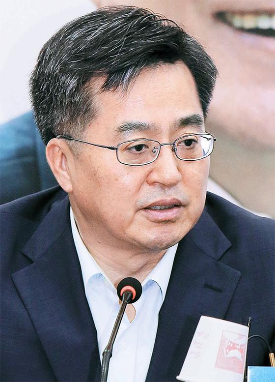추미애·김부겸 증세론에 스타일 구긴 김동연 부총리
