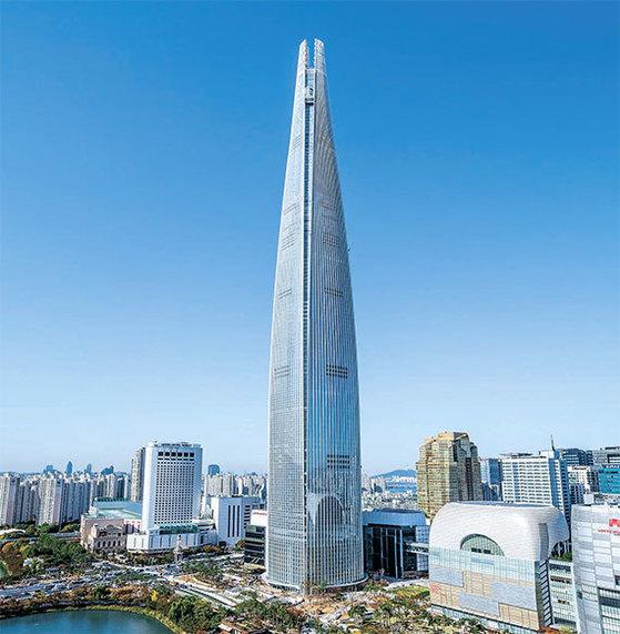 42~71층에 시그니엘 레지던스가 들어서 있는 123층 롯데월드타워. [중앙포토]