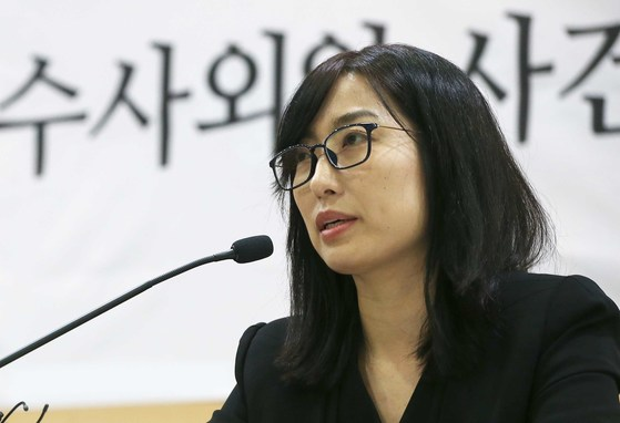 안미현 검사가 15일 서울 서초동 변호사 교육문화관에서 강원랜드 수사외압 사건 수사에 관한 기자회견을 하고 있다.