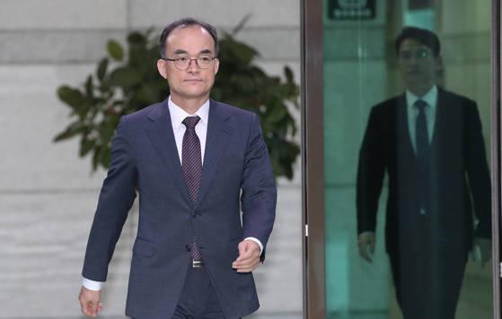 수사단 항명 막아낸 문무일 검찰총장…판정승 거뒀지만 상처