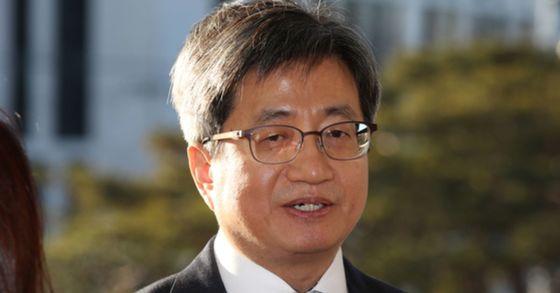 """김명수 대법원장, 전국 법관에 이메일…""""잘못된 관행 바꿔야"""""""