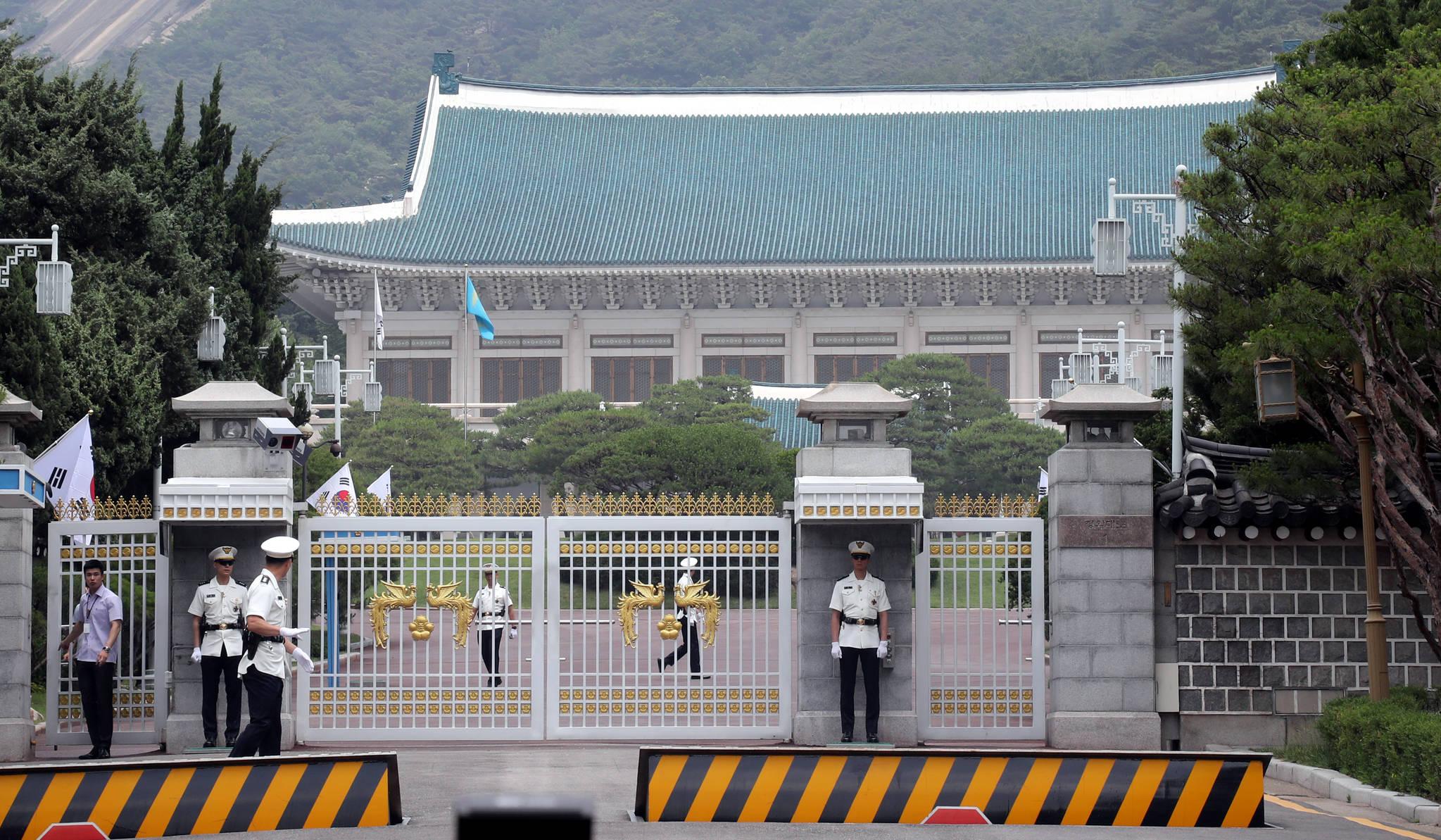 """청와대 """"싱가포르에 직원 파견…남북미 회담 준비와 무관"""""""