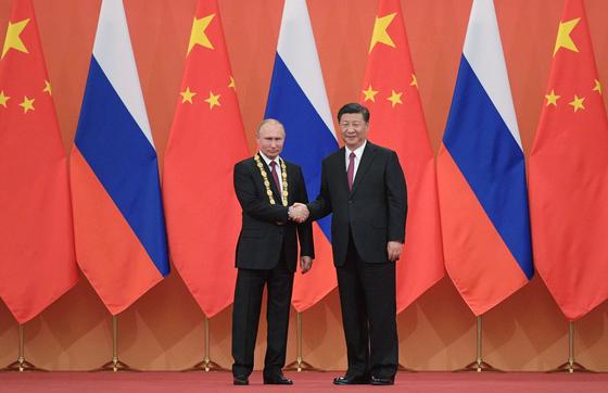 푸틴만을 위한 훈장까지…시진핑, 러시아에 러브콜