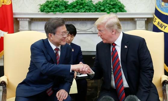 """트럼프 """"문재인 대통령은 신사이자 내 친구…통화하겠다"""""""