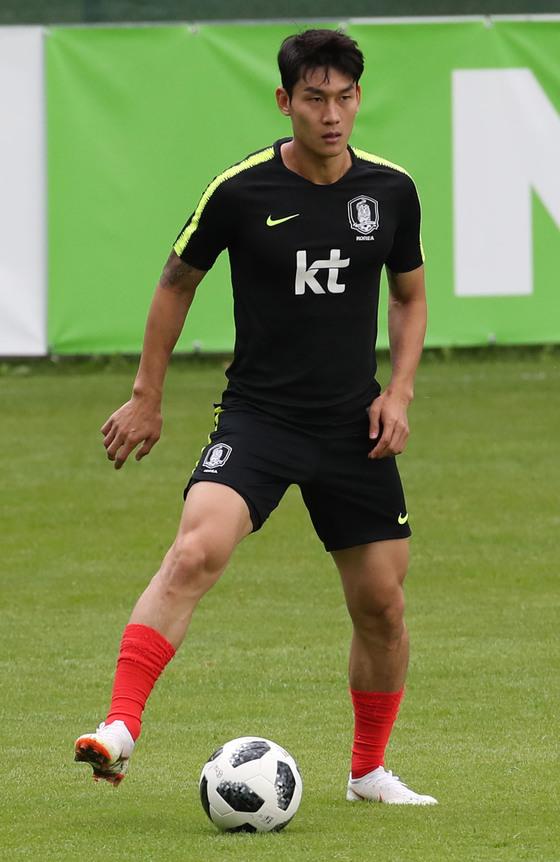 축구대표팀 이용, 이마 찢어져 7㎝ 꿰매…월드컵은 가능