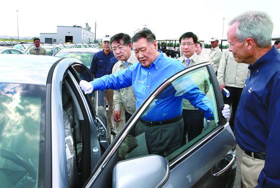 미국 현대차 앨라배마 공장을 방문했던 정몽구 현대차그룹 회장. [중앙포토]