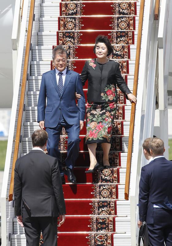 김정숙 여사가 러시아 방문 첫날 입은 옷 알고 보니