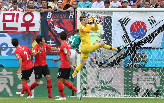 탄탄한 수비 유지한 한국, 독일에 0-0 전반 마쳐