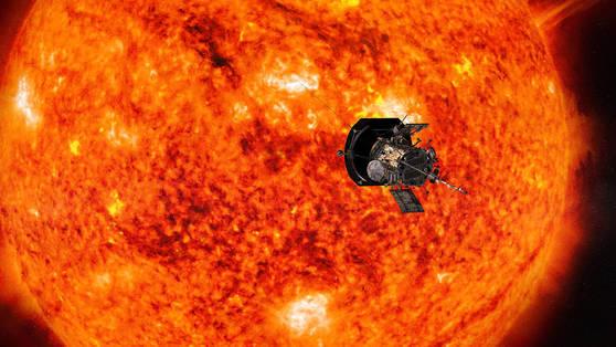 태양 탐사선 파커 솔라 프로브가 태양 주변을 돌며 관측을 하고 있는 상상도. [사진 NASA]