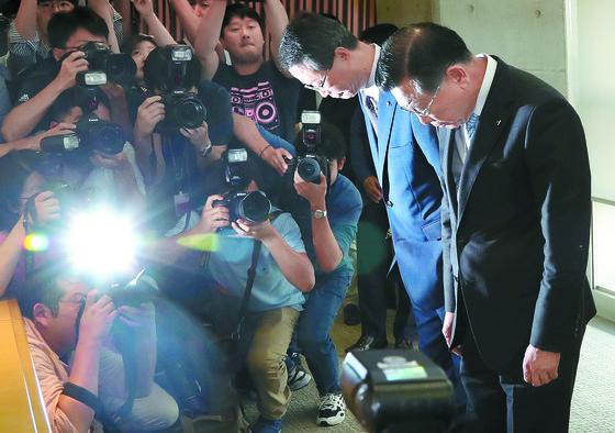 """박삼구 '기내식 대란' 사과 … 아시아나 노조 """"침묵하지 말자"""" 주말 집회 예고"""