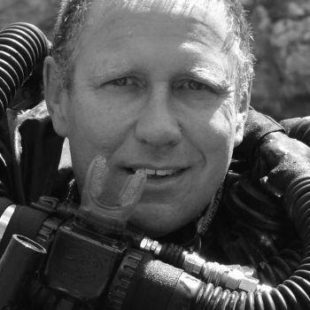 동굴에 갇힌 소년들의 곁을 지켜 건강을 돌본 호주인 의사 리처드 해리스(richard harris). [사진 리처드 해리스 페이스북]