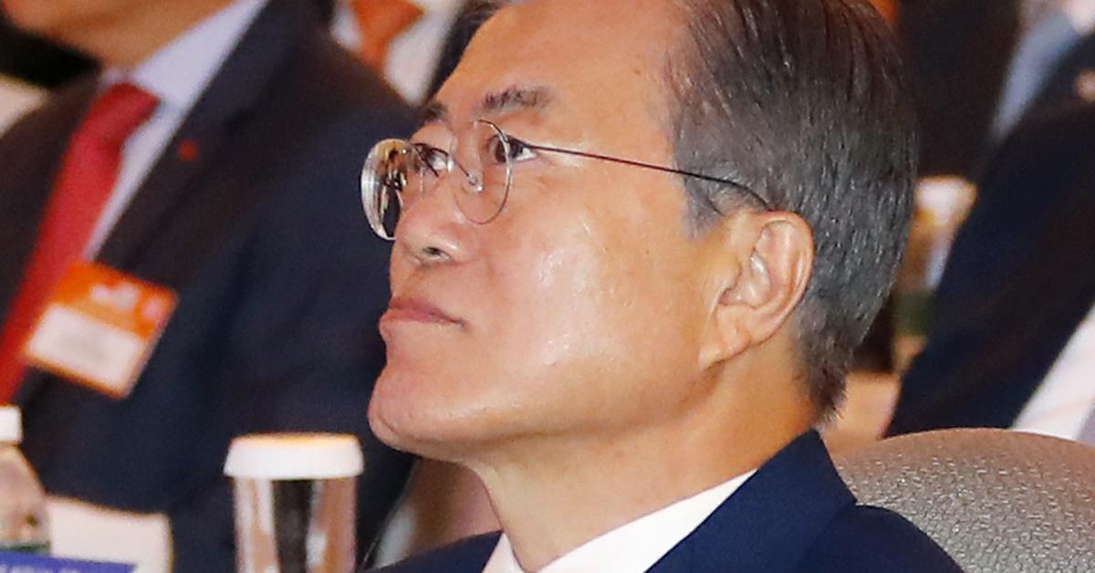 싱가포르를 국빈 방문 중인 문재인 대통령이 12일 오후 샹그리라 호텔 타워볼룸에서 열린 한·싱가포르 비즈니스 포럼에 참석해있다. [연합뉴스]