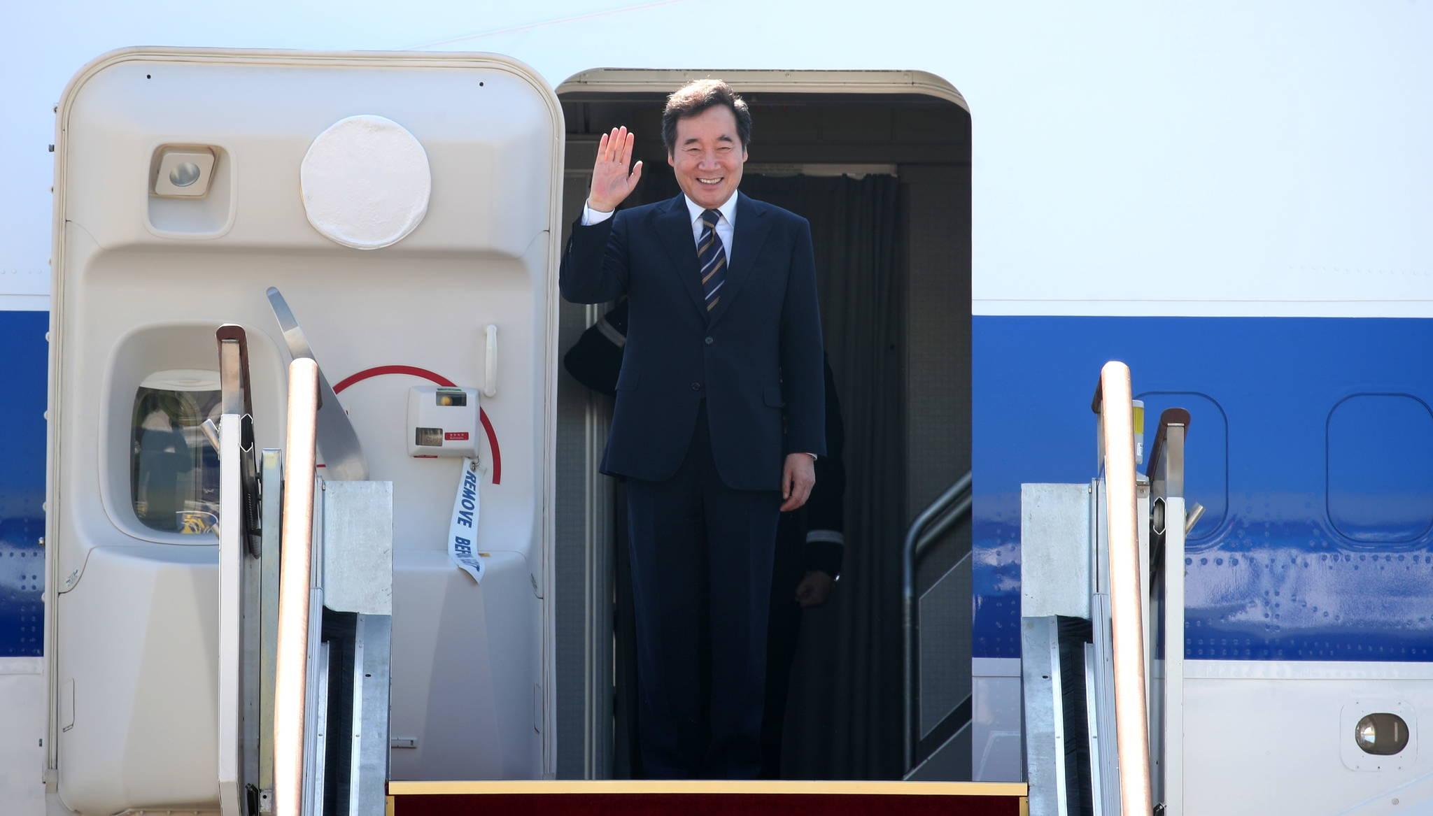 [서소문사진관]이낙연 총리가 탄 대통령 전용기에서 사라진 건?