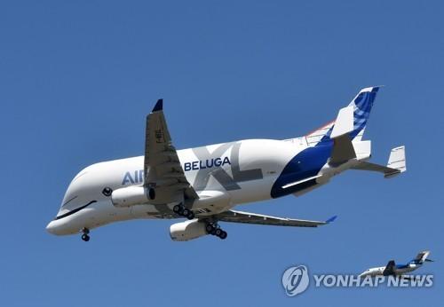 에어버스 초대형 수송기 '하늘 나는 고래' 시험비행 성공