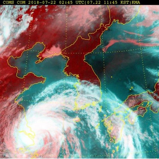 위성으로 본 태풍 '암필' 모습. [사진 기상청]