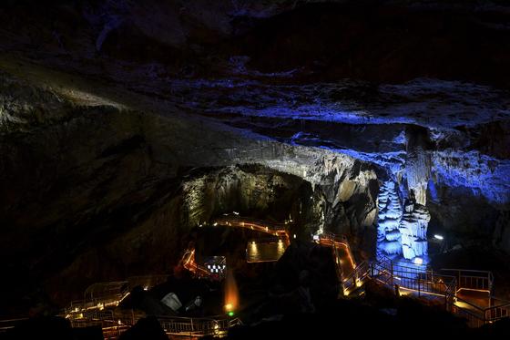 자연이 만든 천연냉장고 정선 화암동굴. [사진 정선군]
