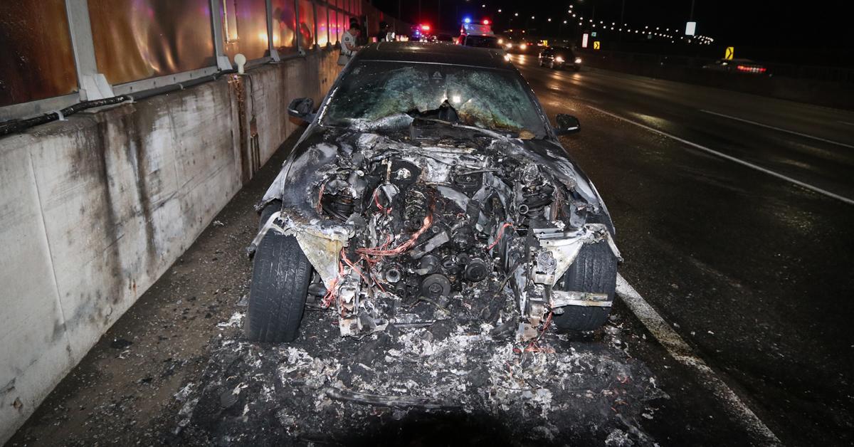 23일 오전 0시 10분쯤 인천시 남동구 서울외곽순환고속도로 장수IC로부터 일산 방면으로 1㎞ 떨어진 지점을 주행하던 BMW 520d 승용차에서 불이 나 20여 분 만에 진화됐다. [사진 인천소방본부]