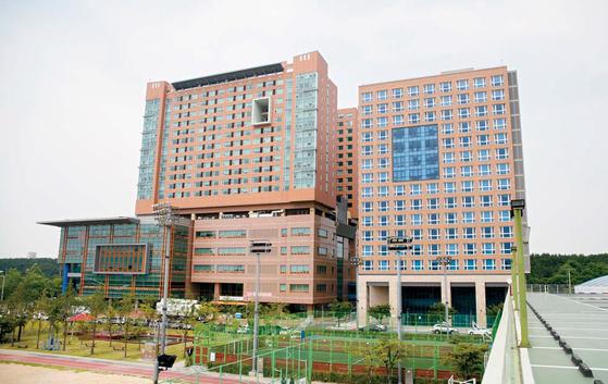 지난 3월 15층 규모로 1000여 명이 입주할 수 있는 제2기숙사를 개관했다. [사진 한국산업기술대]