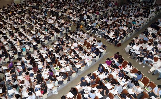 지난 6월 종로학원이 개최한 2019 대입 입시설명회 엔1500여 명의 학부모들이 몰렸다. 변선구 기자