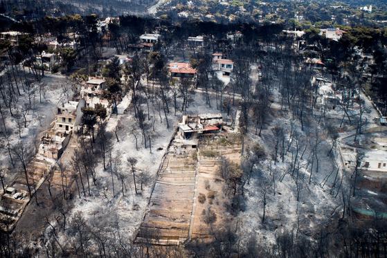 25일 그리스 아테네 인근 마티 화재 현장의 항공 사진 . [ REUTER=연합뉴스]