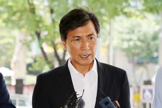 [속보] 검찰, '비서 성폭력 혐의' 안희정에 징역4년 구형