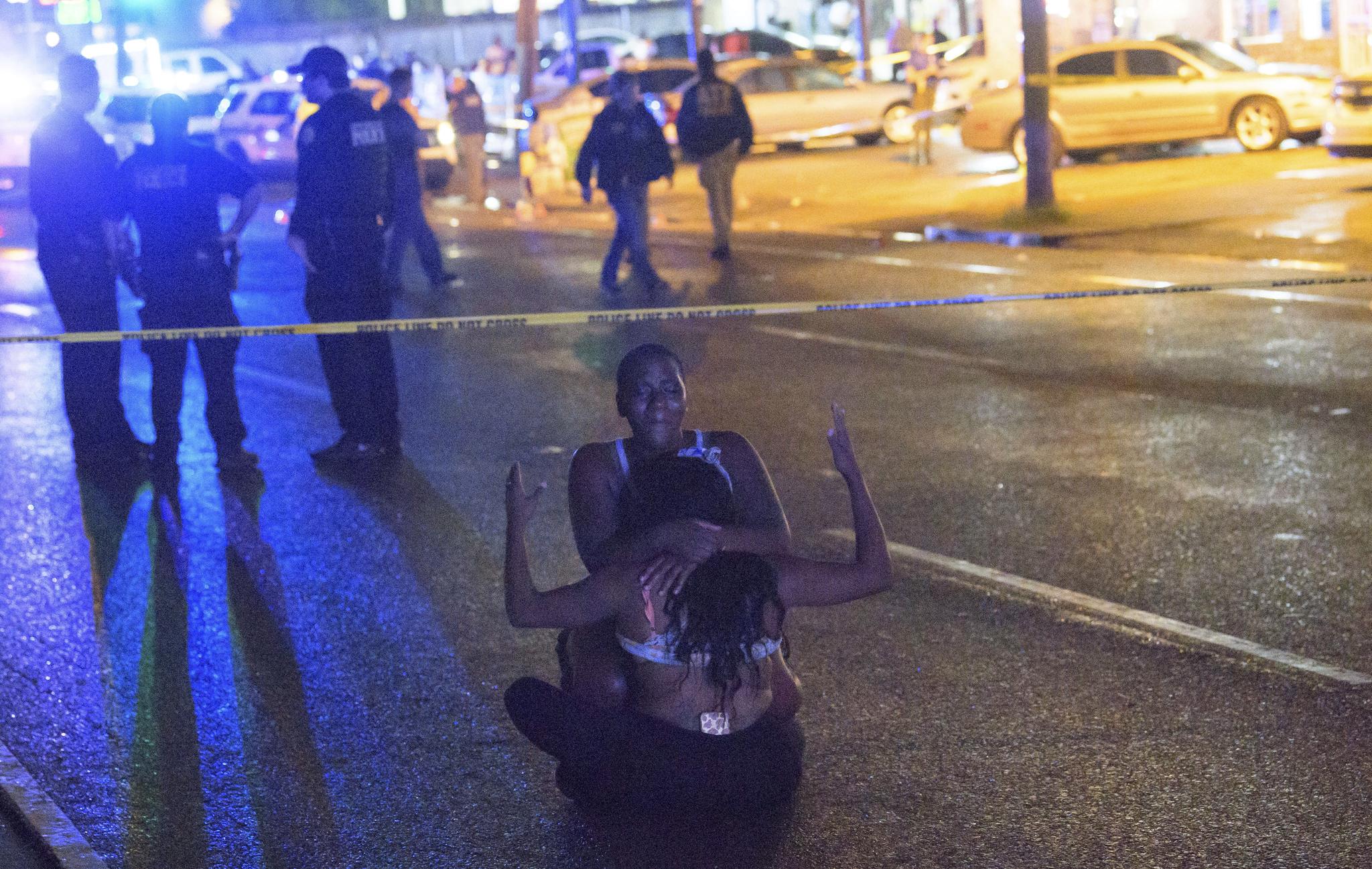美 뉴올리언스서 총기난사…사망 3명 등 최소 10명 사상