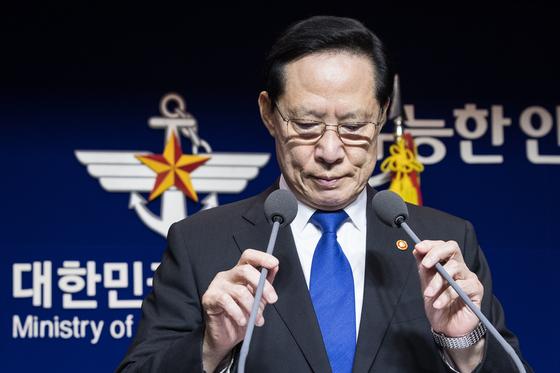 [단독]靑, 송영무 장관 경질 가닥···하극상에 대통령도 곤혹