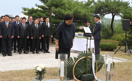 정몽헌 회장 15주기를 맞아 북한 금강산에서 추모식에 참석한 현정은 현대그룹 회장. [사진 현대그룹]