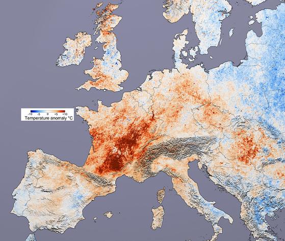 2003년 유럽 대폭염 당시의 기온 지도. 7~8월 동안 서유럽을 중심으로 연일 40도가 넘는 폭염이 이어지면서 7만 명 이상의 사망자가 발생한 것으로 추산된다. [사진 위키피디아]