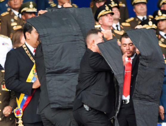 [사진] '드론 폭탄' 공격받은 베네수엘라 대통령
