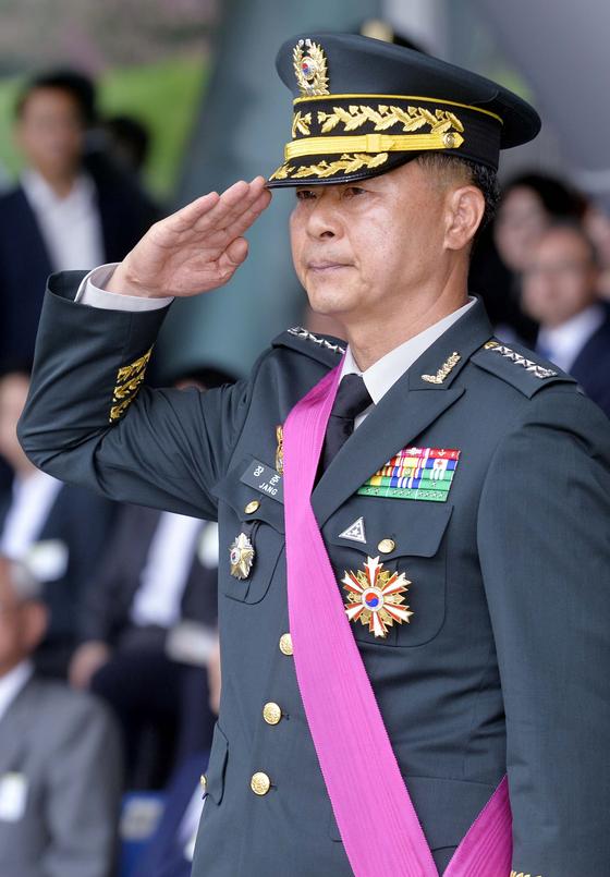 기무사 문건서 '계엄사령관 거론' 장준규 전 육참총장 자택 압수수색