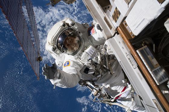 러시아제 빌려타던 미국, 자국 민간 우주선 타고 8년 만에 우주로