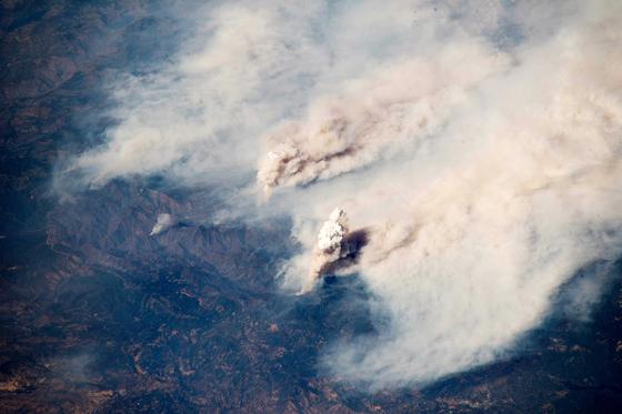 [사진] 우주에서 본 캘리포니아 산불