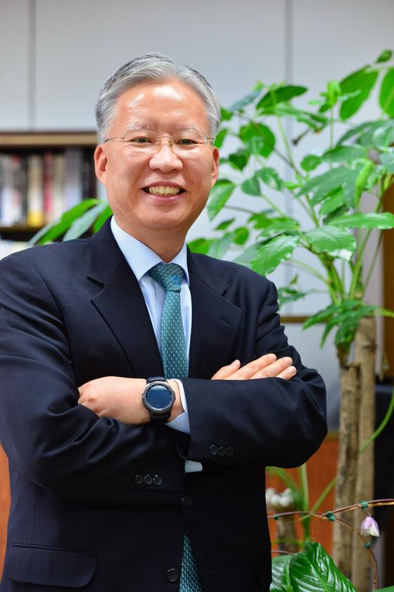 보수적인 법조계에서 IT 전문가로 꼽히는 강민구 서울고법 부장판사. [중앙DB]