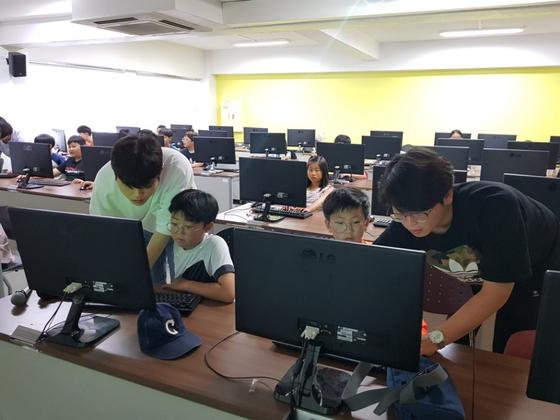 대학생들의 재능기부…초등생에게 코딩 가르친다