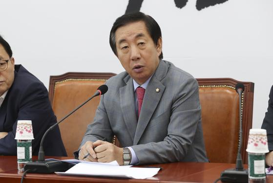 김성태 자유한국당 원내대표 9일 오전 국회에서 열린 원내대책회의에서 발언을 하고 있다. 임현동 기자/20180810