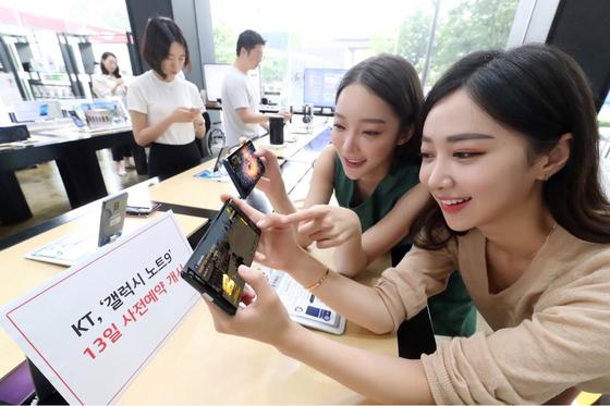 KT는 10일부터 전국 S·Zone 매장에서 갤럭시 노트9 사전체험을 실시한다. [사진 KT]
