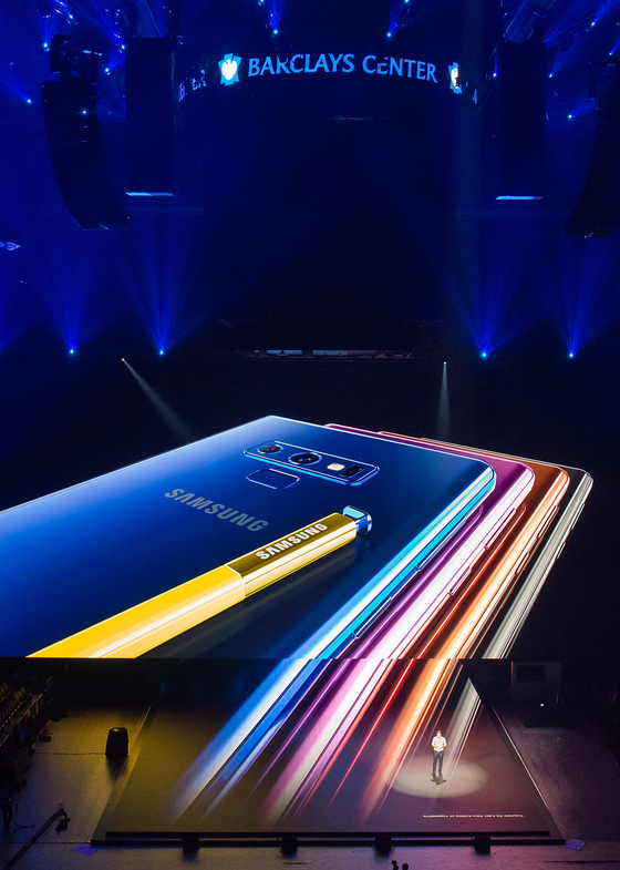 9일(현지시간) 미국 뉴욕 바클레이스 센터에서 진행된 '삼성 갤럭시 언팩 2018' 행사에서 갤럭시 노트9이 공개됐다. [사진 삼성전자]