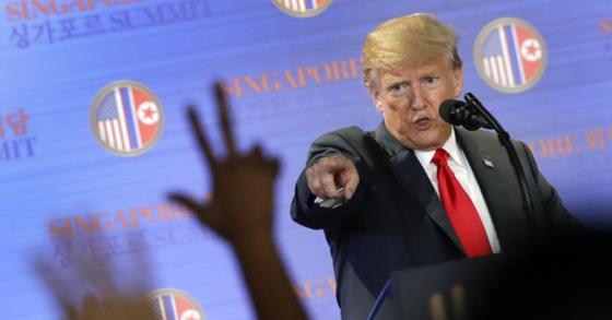 언론은 국민의 적 트럼프에 美매체 70개, 반기 들었다