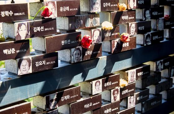 고인이 된 일본군 '위안부' 피해자들을 추모할 수 있는 추모관. 누구나 헌화할 수 있으며 헌화를 위한 추모금도 기부할 수 있다.