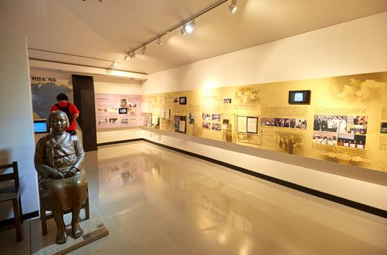전쟁과여성인권박물관 2층에선 일본군 '위안부' 피해자들의 삶에 대한 기록과 문제 해결을 위한 운동의 발자취를 볼 수 있다.