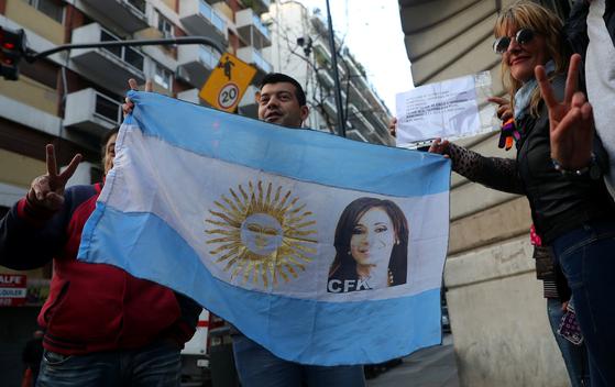 아르헨티나 페소화 나 어떡해…기준금리 45%로 인상