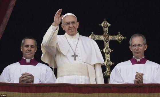 아동 성학대 파문에 고개 숙인 교황 용서 구한다