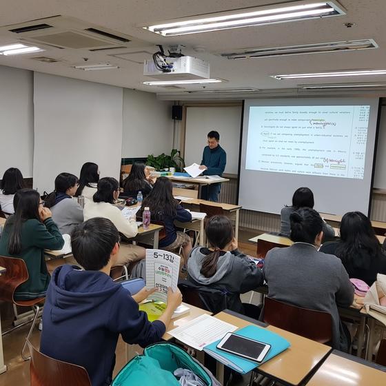 서울 대치동의 한 영어학원 강의실의 모습. [중앙포토]