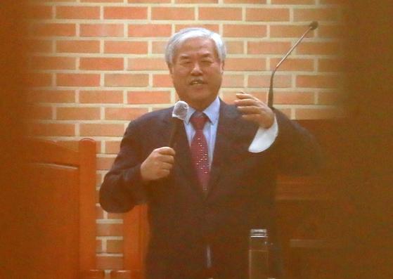 """전광훈 목사, 마스크없는 설교 """"이재용 체포는 북한을 지시한다"""""""