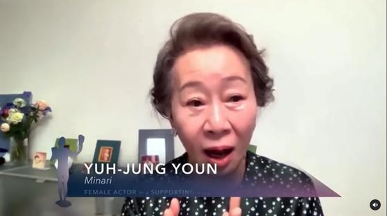 "SAG에 참여한 윤여정, ""영어 잘 못해?""… 동료들 ""완벽""엄지 척"