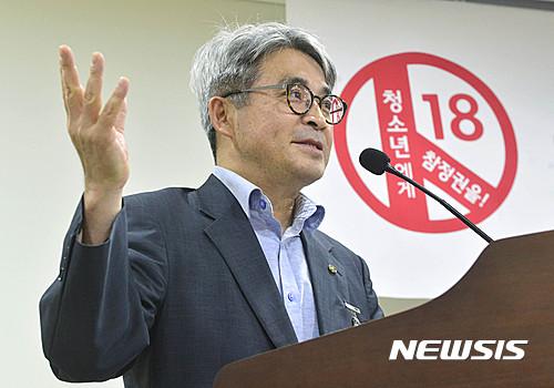 인사말 하는 이충재 한국YMCA전국연맹 사무총장