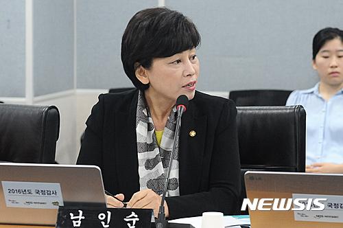 """[2016국감]남인순 의원 """"공단 가습기살균제 기업에 투자해"""""""