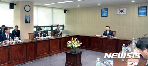 한국산업단지공단 서울본부 방문한 황교안 권한대행