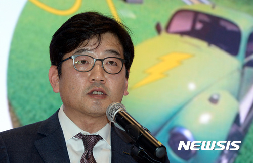 축사하는 김종인 롯데마트 대표